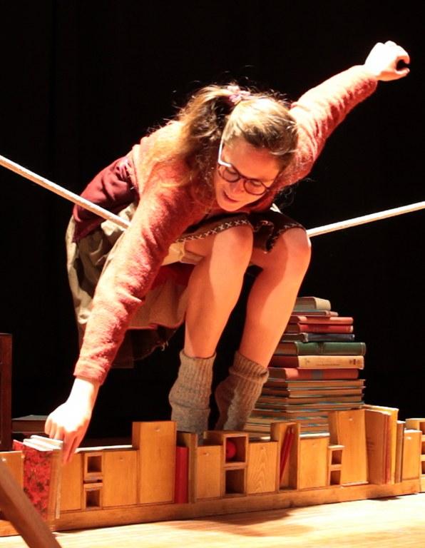 Theater: Einband, Blätter, Schrift © Circus Projecto Anagrama